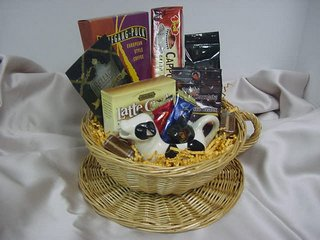 picture of unwrapped coffee gift basket